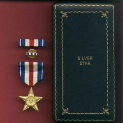 Genuine WWII US Silver Star Military Award medal in wooden case with ribbon bar, lapel pin, invasion money, etc